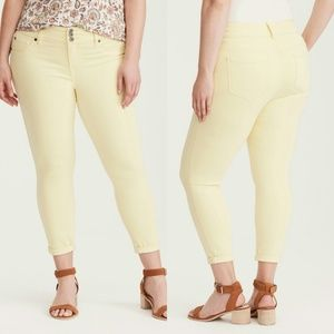 NWT Torrid Denim Cropped Yellow Jegging
